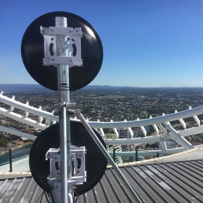 Dual microwave links mounted on GC76 roof mast