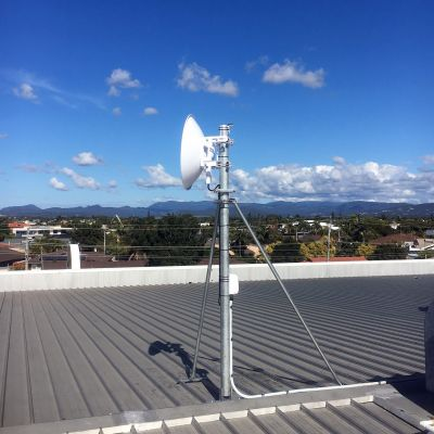 Ubiquiti AFX mounted on GC76 microwave mast
